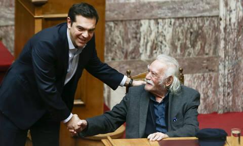 Μανώλης Γλέζος - Τσίπρας: Η ανθρωπότητα έχασε τον άνθρωπο που σήκωσε ανάστημα στον Χίτλερ