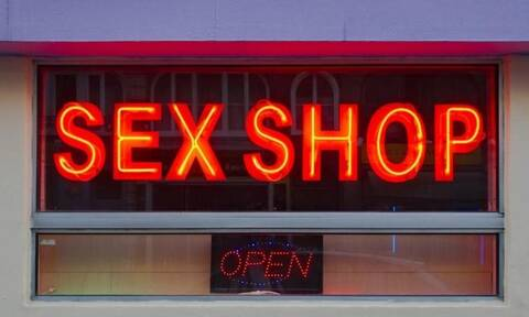 Κορονοϊός: Απίστευτο - Δείτε τι ξεπουλάει στα sex shops εν μέσω πανδημίας (pics)