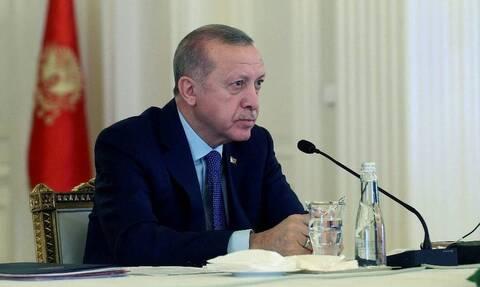 Κορονοϊός: Ο Ερντογάν χαρίζει 7 μισθούς του για να νικηθεί ο φονικός ιός