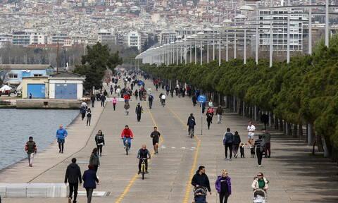 Κορονοϊός: Τέρμα οι βόλτες στην παραλία της Θεσσαλονίκης - Από σήμερα η απαγόρευση κυκλοφορίας