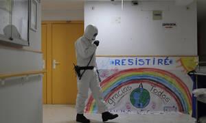 O κορονοϊός στον κόσμο: Αρνητικό ρεκόρ στην Ισπανία, συναγερμός στις ΗΠΑ, ελπίδα στην Ιταλία