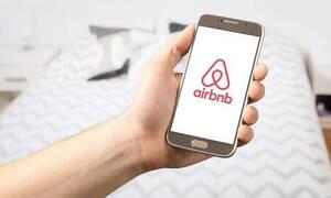 Μπάκας στο Newsbomb.gr: «Τι ισχύει για τις ακυρώσεις σε Airbnb λόγω κορονοϊού»