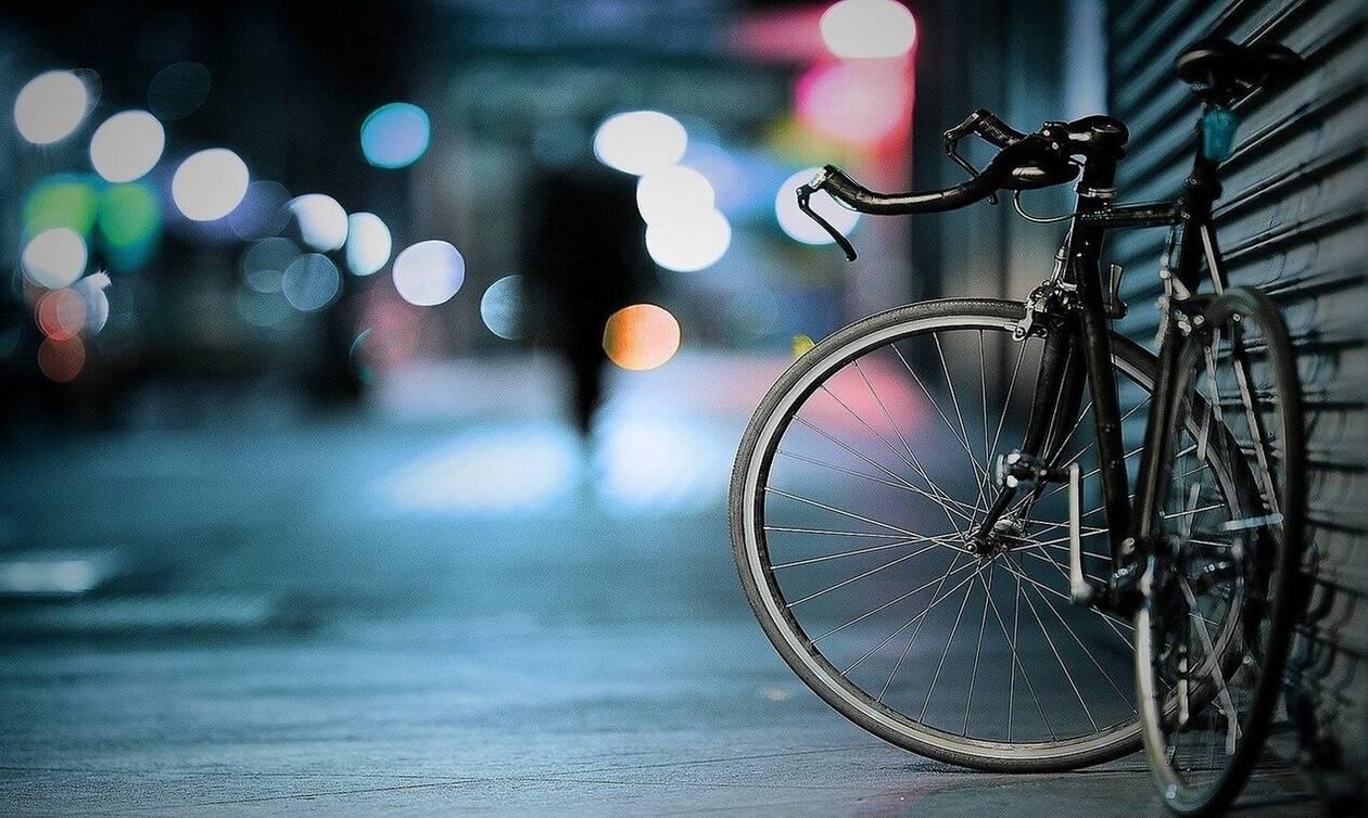 Κορονοϊός: Σταμάτησαν ποδηλάτη για έλεγχο - Δεν φαντάζεστε πώς αντέδρασε (pics)