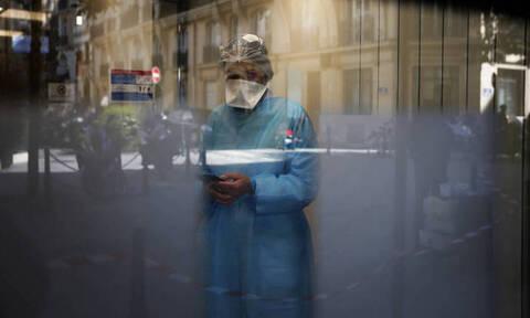 Από την εντατική... στο Twitter: Η διπλή μάχη των γιατρών κατά του κορονοϊού