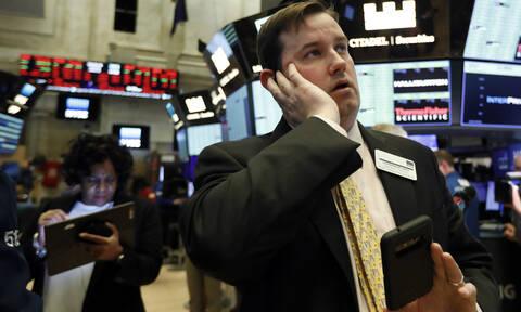 Ο κορονοϊός «χτυπά» και το Χρηματιστήριο: Με μεγάλη πτώση ξεκίνησε η συνεδρίαση στη Wall Street