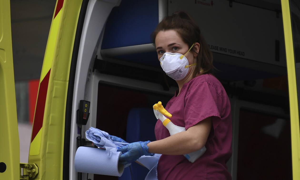 Κορονοϊός: Ο ΠΟΥ προειδοποιεί ξανά - Κινδυνεύουν και οι νέοι από τον ιό