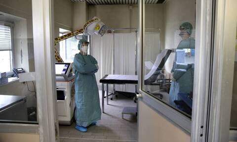 Κορονοϊός - Σοκάρουν τα στοιχεία: Δείτε πώς τα μικροσταγονίδια μεταφέρουν τον ιό