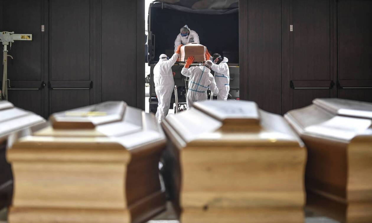 «Οι Κινέζοι κατασκεύασαν τον ιό σε εργαστήριο το 2015» - Σάλος με ανάρτηση του Σαλβίνι