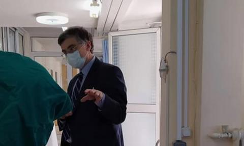 Κορονοϊός: Ο Τσιόδρας στο πλευρό γιατρών και νοσηλευτών - Επίσκεψη στο νοσοκομείο «Αγία Βαρβάρα»