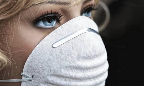 Νέα τραγική «μόδα»: Μοντέλα φωτογραφίζονται έχοντας ως… μαγιό χειρουργικές μάσκες (pics)