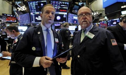 Κορονοϊός: Πτώση στη Wall Street - «Καλπάζει» η τιμή του πετρελαίου