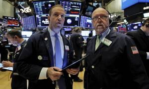 Κορονοϊός: Άνοδος στη Wall Street - Νέα «βουτιά» στην τιμή του πετρελαίου