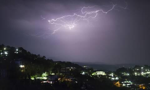 Έκτακτο δελτίο ΕΜΥ: Με καταιγίδες και χιόνια το Σαββατοκύριακο - Πού θα είναι έντονα τα φαινόμενα
