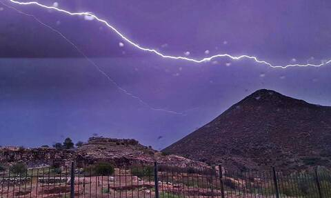 Καιρός: Σε εξέλιξη η κακοκαιρία - Ποιες περιοχές θα πλήξουν καταιγίδες, ισχυροί άνεμοι και σκόνη