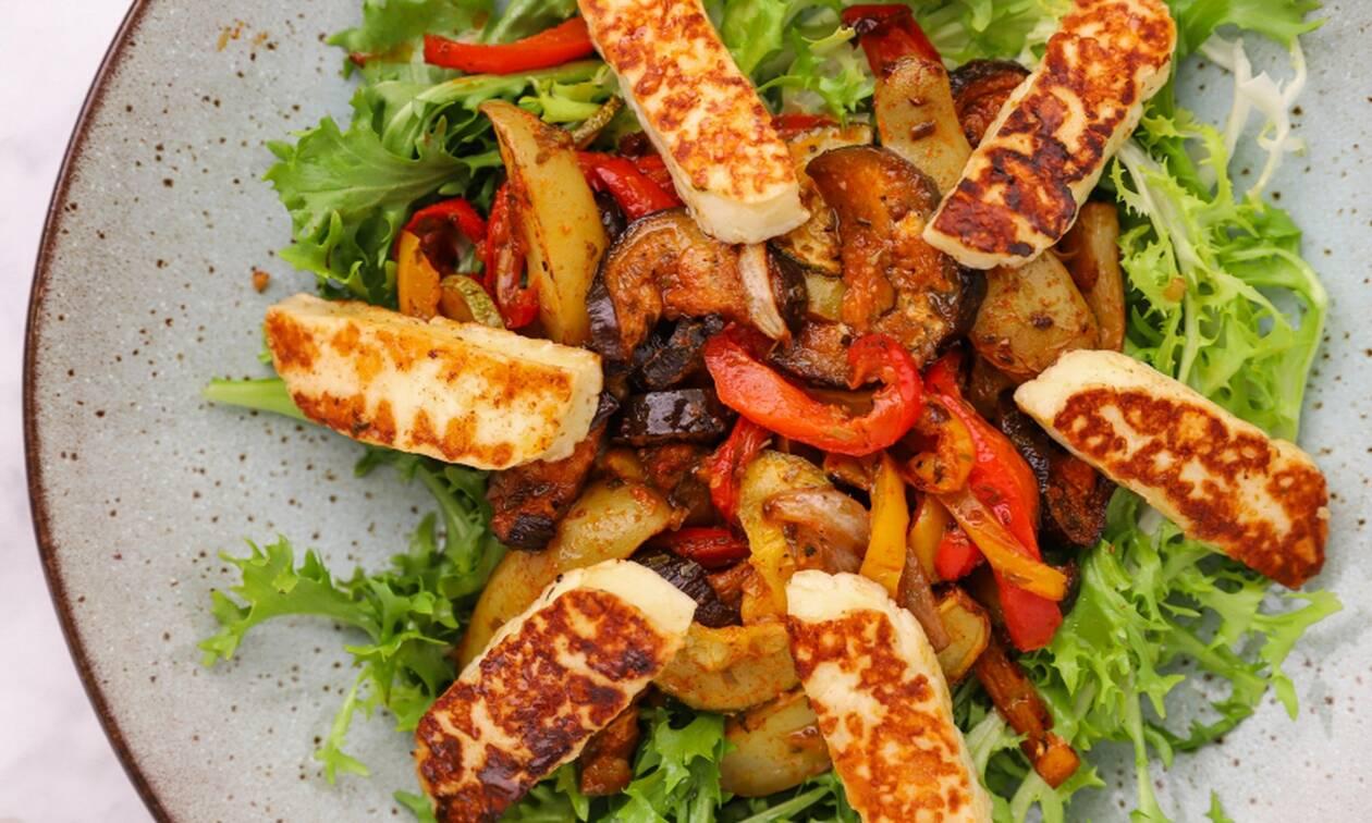 Η συνταγή της ημέρας: Σαλάτα με χαλούμι και ψητά λαχανικά