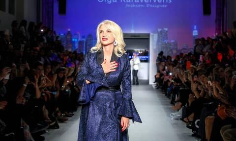 Όλγα Καραβερβέρη: Η σχεδιάστρια που άφησε τα νυφικά και παράγει μάσκες για τον κορονοϊό!