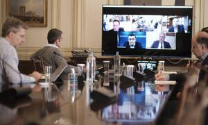Κορονοϊός: Τηλεδιάσκεψη Μητσοτάκη με τους συντονιστές εθελοντικής ομάδας για τον Covid-19