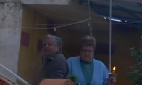 Καλυθιές Ρόδου: Έψαλαν τον Ακάθιστο Ύμνο από τα μπαλκόνια (vid)