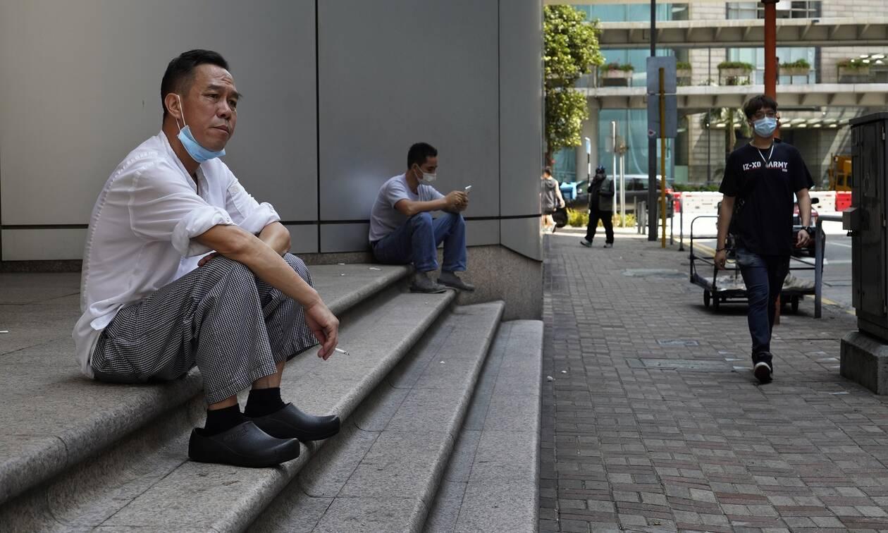 Έρευνα: Το κάπνισμα ΔΕΝ συνδέεται με το πόσο σοβαρά θα νοσήσει κάποιος από τον COVID-19