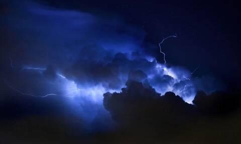 Καιρός ΤΩΡΑ: Ισχυρή καταιγίδα στην Αττική