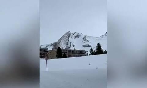 Προσέξτε καλά αυτό το χιονισμένο βουνό! Σας φέρνει κάτι στο νου; Θα εκπλαγείτε! (video)
