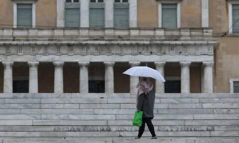 Καιρός: Βροχές, καταιγίδες και πτώση της θερμοκρασίας την Κυριακή - Πού θα χιονίσει