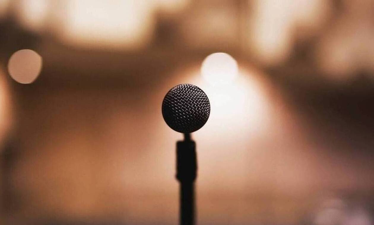 Κορονοϊός: Στο νοσοκομείο πασίγνωστη τραγουδίστρια - Δίνει μάχη με τον ιό