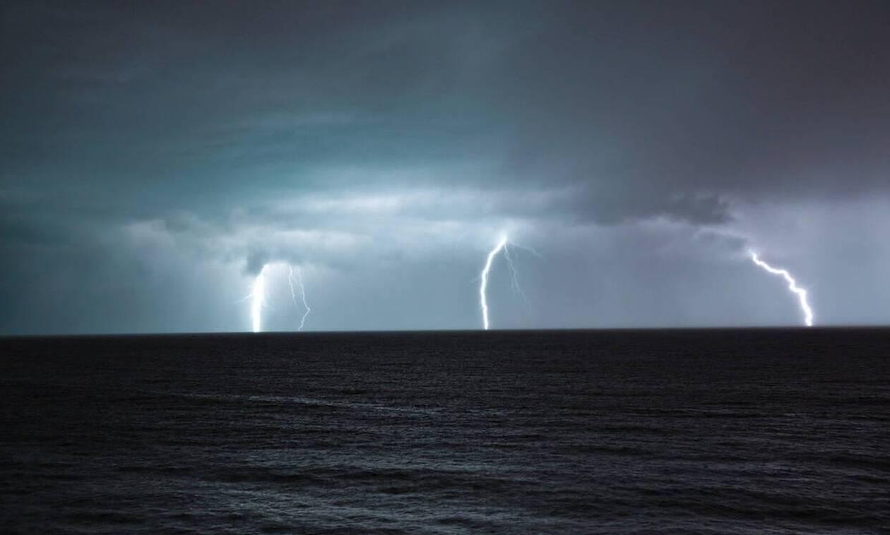 Σκιάθος: «Βούλιαξε» το νησί από την κακοκαίρια