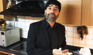 «Μένουμε Σπίτι» αλά Κρητικά: Ο Σήφης μιμείται τον Σπύρο Παπαδόπουλο και δίνει… ρέστα! (video)