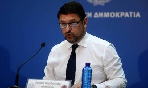 Κορονοϊός - Νίκος Χαρδαλιάς: Ο «αυστηρός» υπουργός όπως δεν τον έχετε ξαναδεί! (pics)
