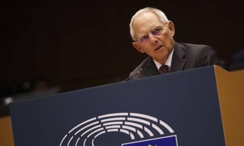 Γερμανία: Επιμένει κατά των κορονομολόγων ο Βόλφγκανγκ Σόιμπλε - Απερισκεψία η έκδοσή τους