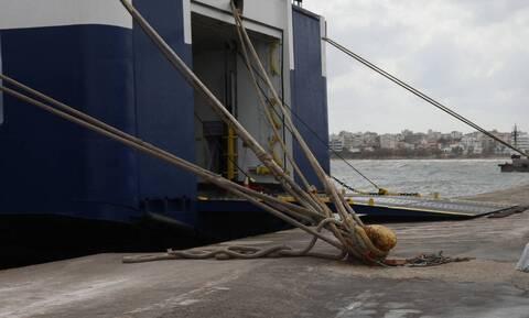 Απαγορευτικό απόπλου: Δεμένα τα πλοία σε Πειραιά, Ραφήνα και Λαύριο