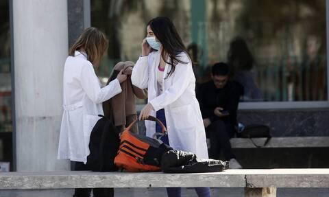 Κορονοϊός - Λάρισα: Συγκλονίζει η εξομολόγηση γιατρού μέσα από θάλαμο αρνητικής πίεσης