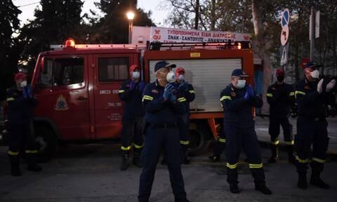 Συγκινητικές στιγμές στο ΑΧΕΠΑ: Πυροσβέστες χειροκρότησαν γιατρούς και νοσηλευτές (pics+vid)