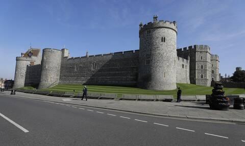 Δεν φαντάζεστε γιατί φωτίστηκε με μπλε χρώμα το κάστρο του Windsor