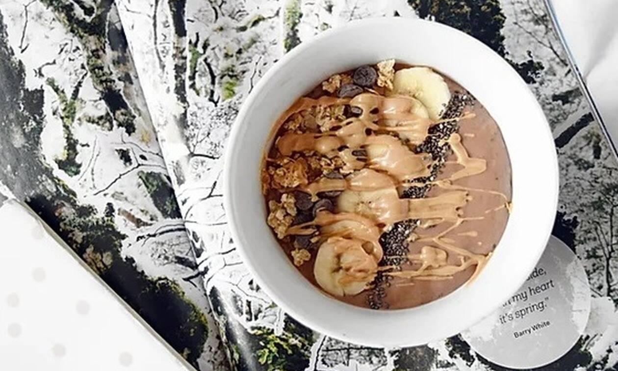 Αυτό το smoothie bowl αντικαθιστά κάθε επιθυμία για γλυκό. Ω, ναι!