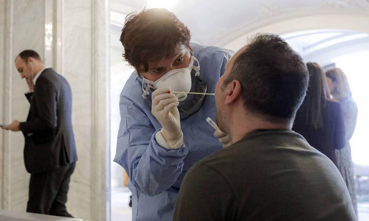 Κορονοϊός: Μήπως έχω ή είχα τον ιό και δεν το ξέρω; Δες πώς θα μάθεις σίγουρα