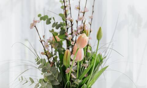 Πώς θα διατηρήσετε τα λουλούδια στο βάζο φρέσκα για περισσότερο