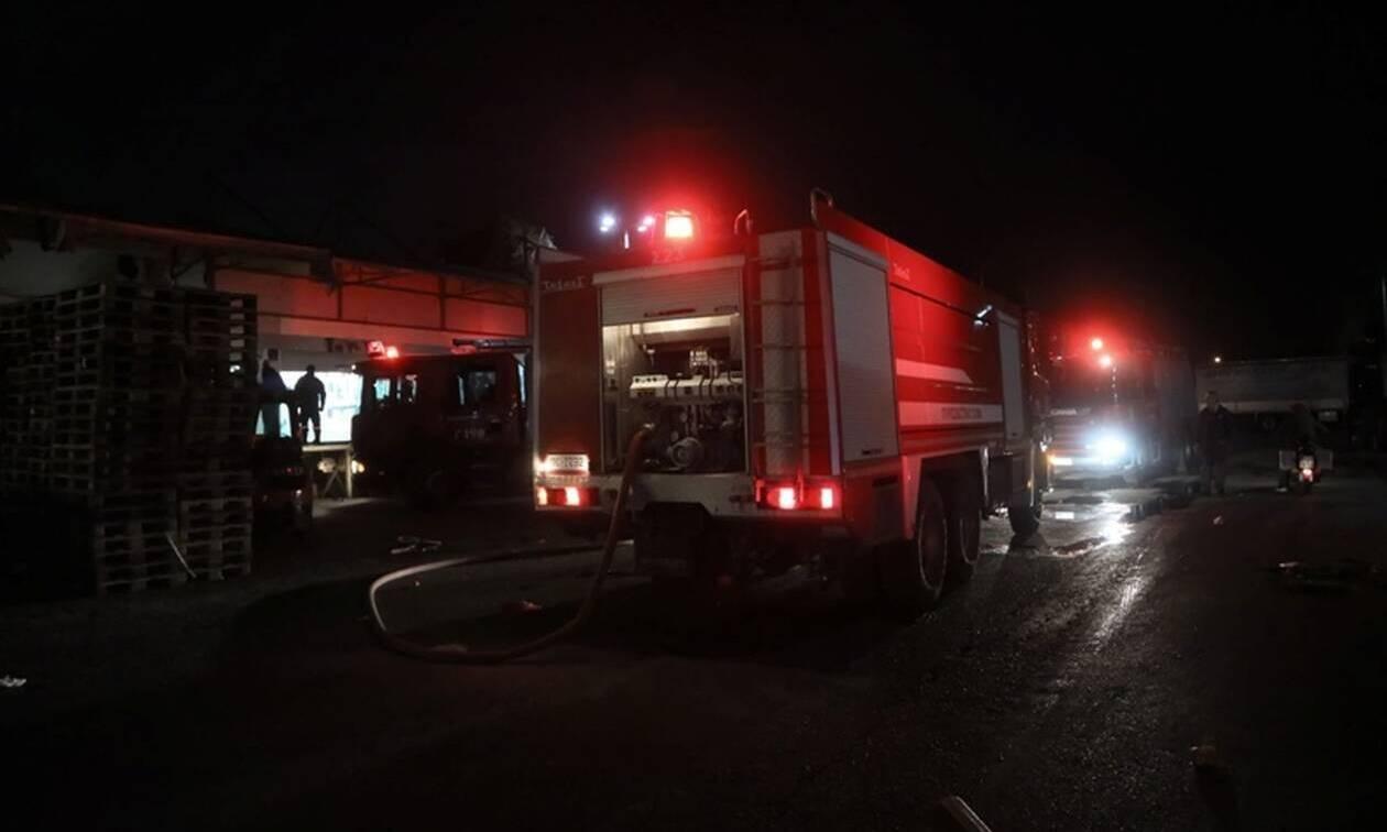 Αττική: Υπό έλεγχο η πυρκαγιά σε κατάστημα στη Λαχαναγορά Αθηνών