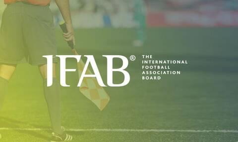 IFAB: Αποφασίστηκαν αλλαγές στους κανονισμούς για το χέρι και το VAR - Σκέψεις για το οφσάιντ