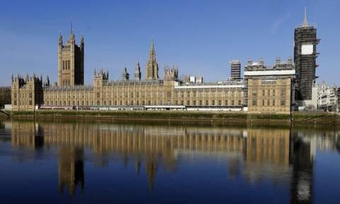 Κορονοϊός: Η Μεγάλη Βρετανία σε σοκ - Άλλοι 887 νεκροί σε μία ημέρα