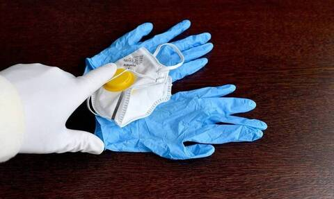 Κορονοϊός - Τσιόδρας: Τι ισχύει για τα γάντια μιας χρήσης - Μας προστατεύουν;