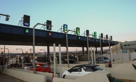 Κορονοϊός - Απαγόρευση κυκλοφορίας: Όχημα του ΕΟΔΥ παραβίασε τα μέτρα - Γλίτωσαν το πρόστιμο (vid)