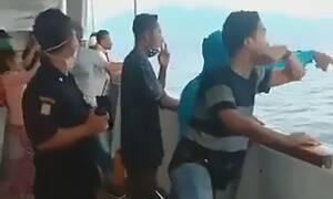 Κορονοϊός: Χαμός σε πλοίο - Πηδούσαν στην θάλασσα για να σωθούν οι επιβάτες