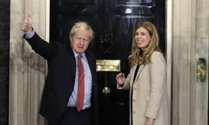 Κορονοϊός - Βρετανία: Εκτός εντατικής ο Μπόρις Τζόνσον - Το τηλεφώνημα στην έγκυο σύντροφό του