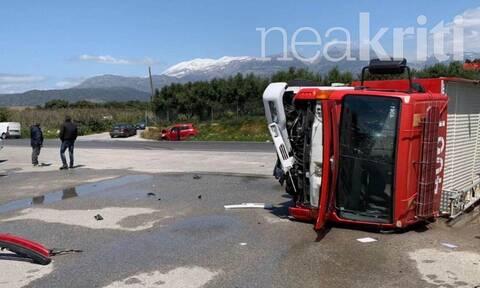 Τροχαίο-σοκ στην Κρήτη: Καρέ - καρέ η σύγκρουση Πυροσβεστικού με ΙΧ