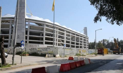 Κορονοϊός - Βίντεο: Πήγε να δει το γήπεδο της ΑΕΚ, «έφαγε» πρόστιμο και τα… έριξε στη γυναίκα του