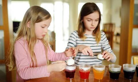 Βάψτε πασχαλινά αβγά με χρώματα ζαχαροπλαστικής (vid)
