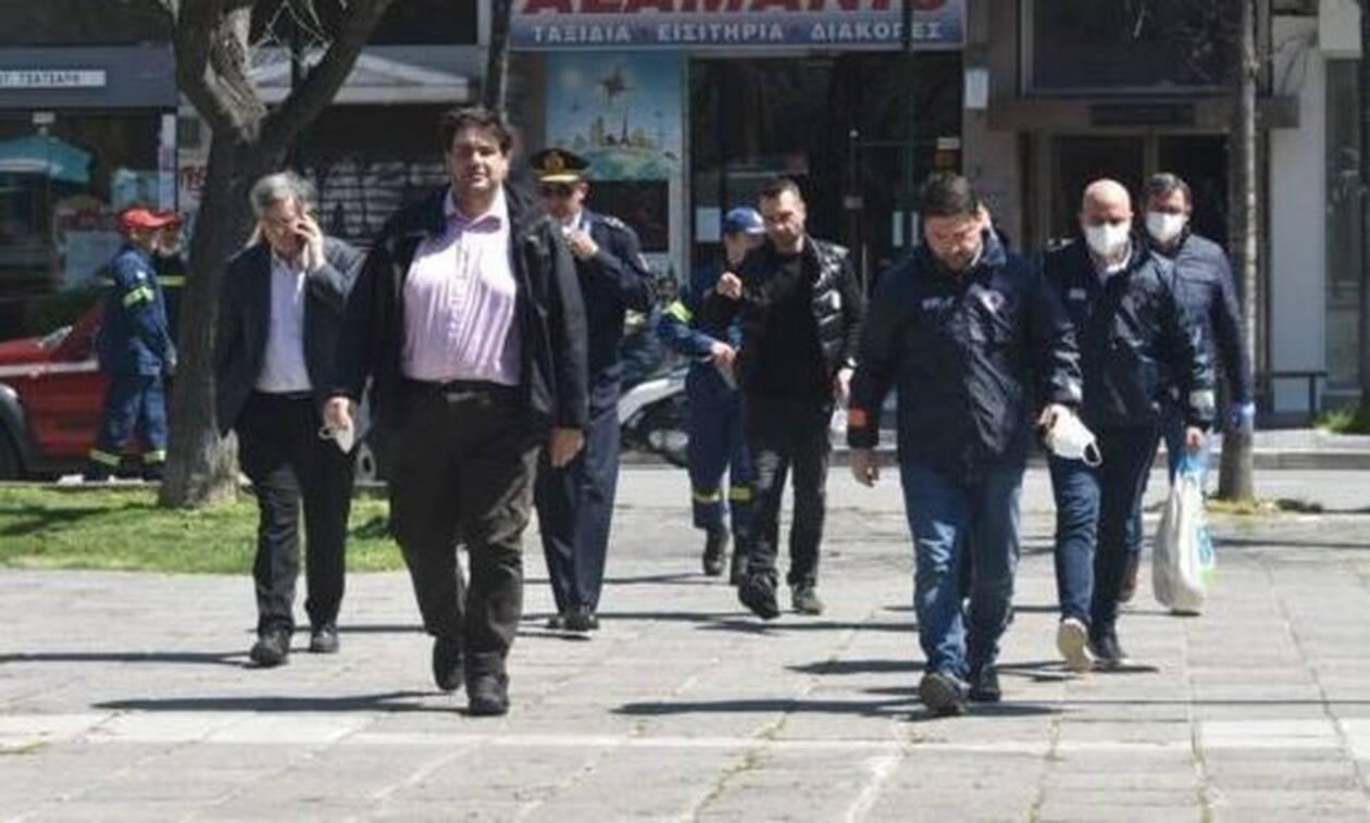 Κορονοϊός - Λάρισα: Τσιόδρας-Χαρδαλιάς «σφραγίζουν» τον οικισμό των Ρομά και κλείνουν τις λαϊκές