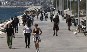 Κορονοϊός – Κοσμοσυρροή στον Φλοίσβο: Οι Αθηναίοι αψήφησαν πάλι την απαγόρευση κυκλοφορίας